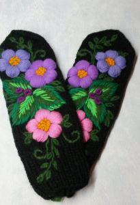 """Варежки с вышивкой """"Цветы"""""""