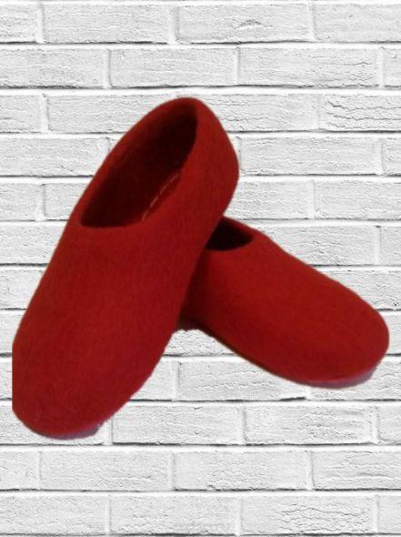Войлочные тапочки красные